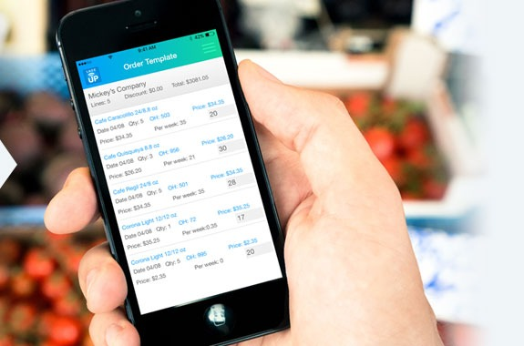 Sales rep using an invoicing app to create an invoice